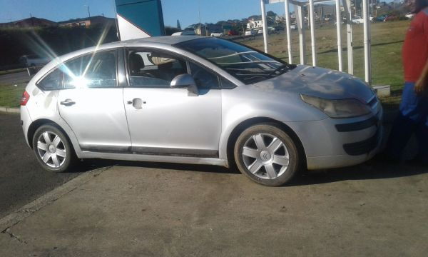selling  citroen c4  2005 for parts